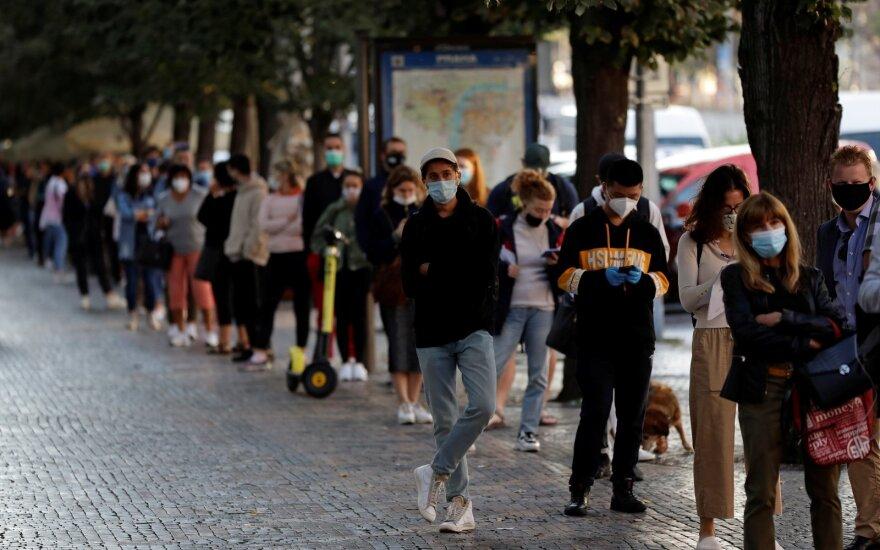 """Europos """"koronaviruso žvaigžde"""" tapusi šalis dabar klimpsta vis giliau: deja, klydome"""
