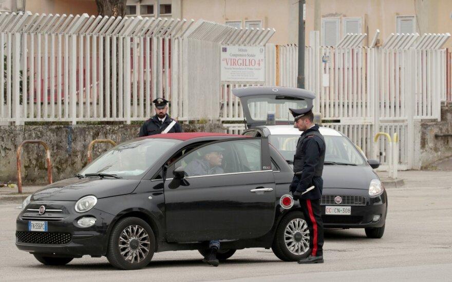 Italija drastiškai didina bausmes už karantino taisyklių nepaisymą