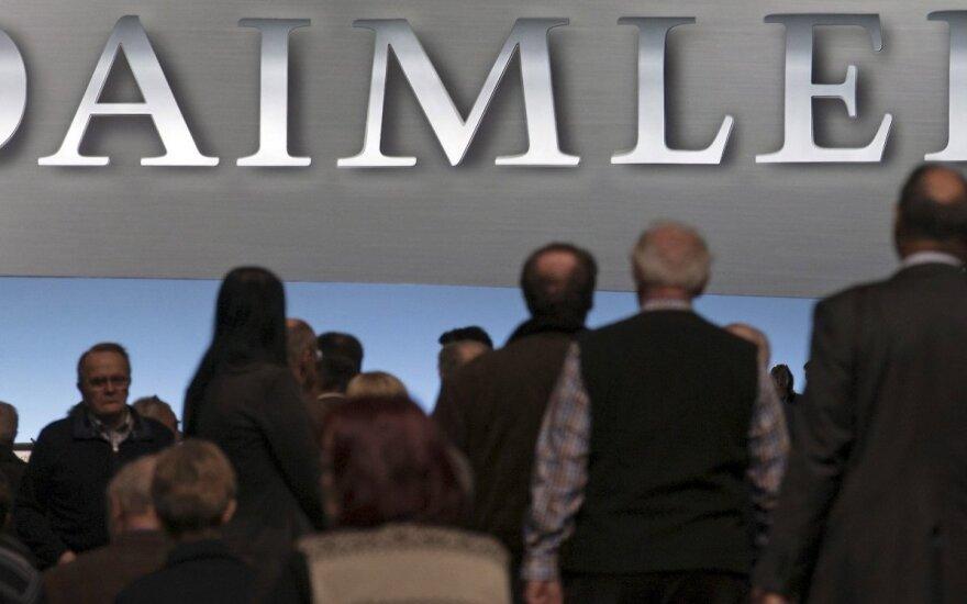 """Kinai ketina įsigyti """"Mercedes"""" gamintojo akcijų"""