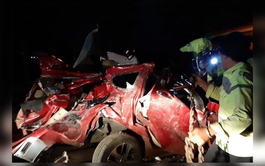 Indonezijoje sudužus autobusui žuvo 12 žmonių