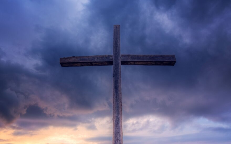 Sekmadienio Evangelija. Kas mums nuritins akmenį nuo kapo angos?