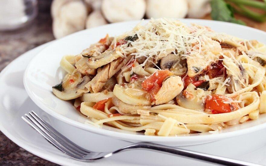 Greiti spagečiai su vištiena ir pievagrybiais