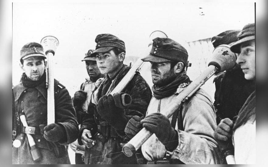 Vokiečių kariai su panzerfaust'ais