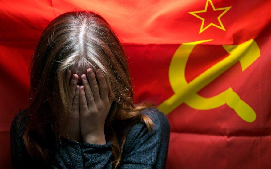 Ragina Ukrainą paleisti už komunistinių simbolių naudojimą suimtus žmones