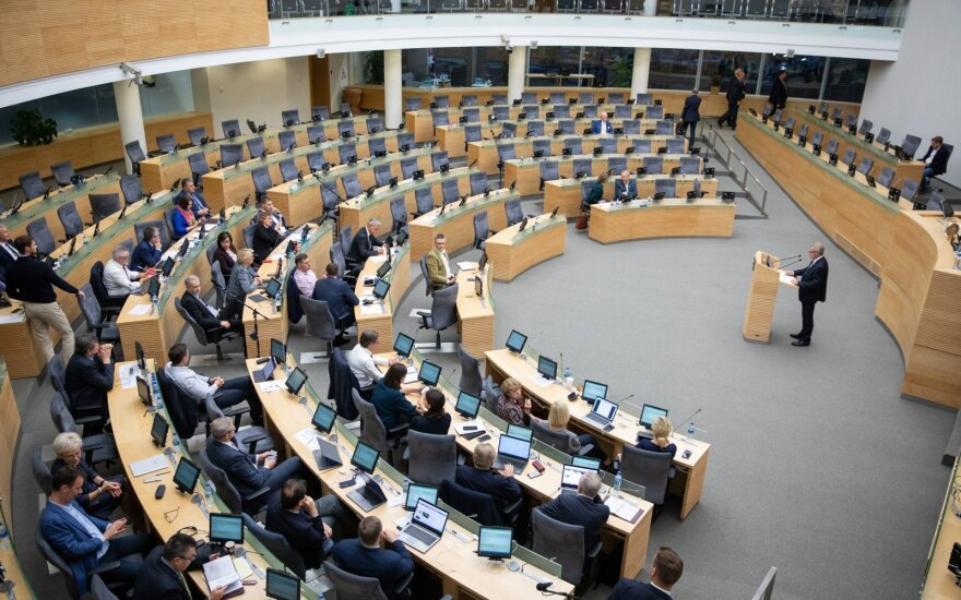Seimas grįš prie nepatogių diskusijų: už posėdžių nelankymą – mažesnis atlyginimas