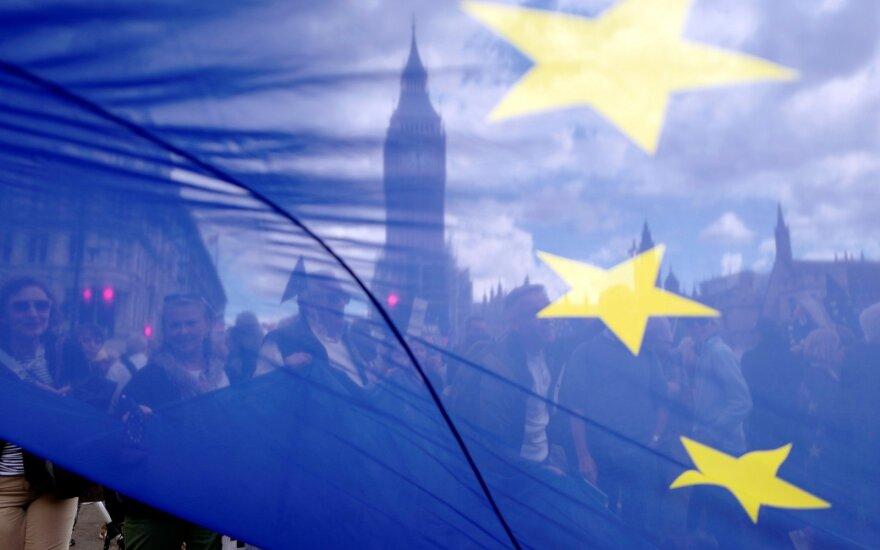 """Automobilių gamintojai perspėja dėl liūdnų """"Brexit"""" pasekmių"""