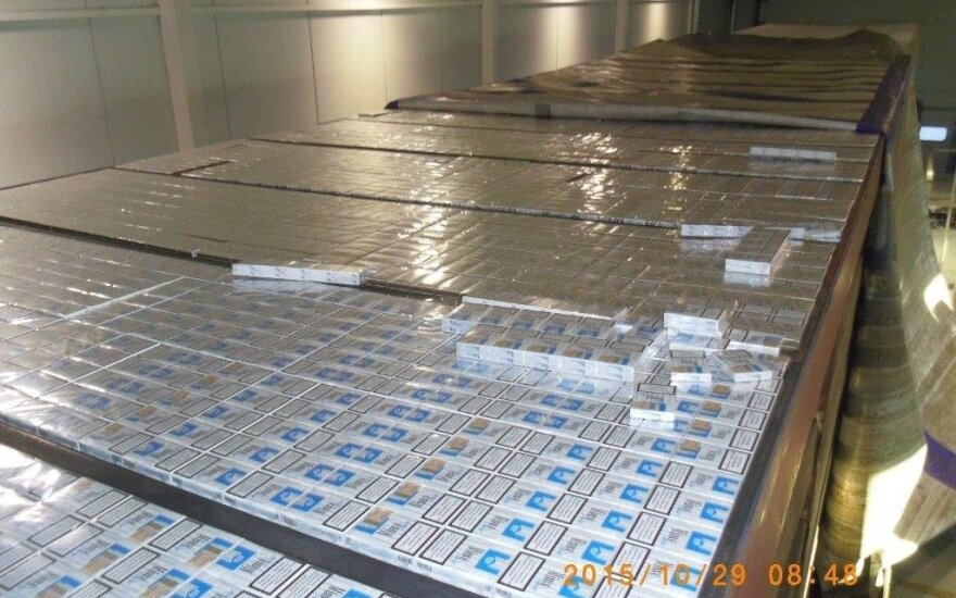 2,5 tonas kontrabandinių cigarečių muitininkams išdavė aklina tamsa