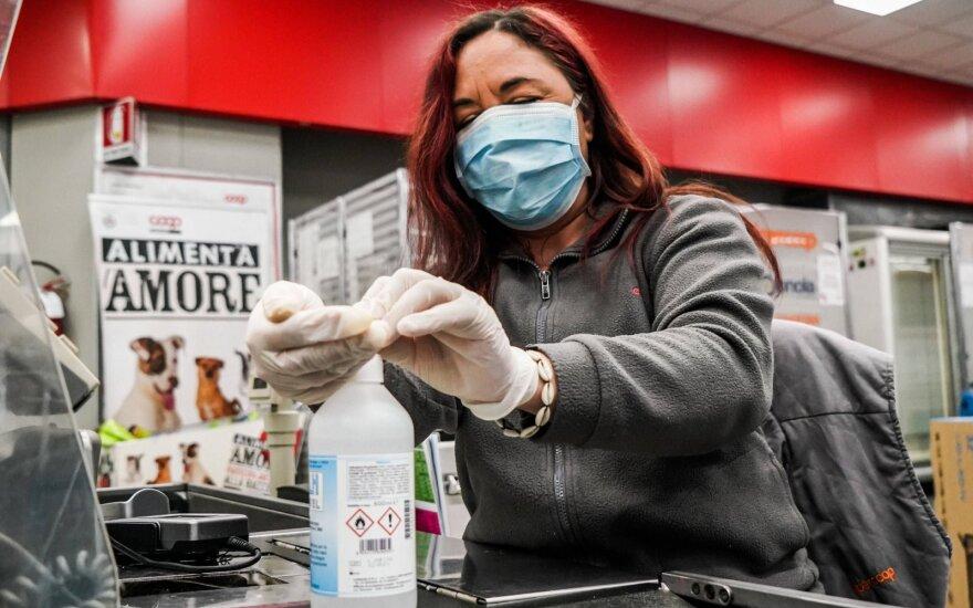 Koronaviruso pandemija paskatino dar dvi šalis plėsti apribojimus gyventojams
