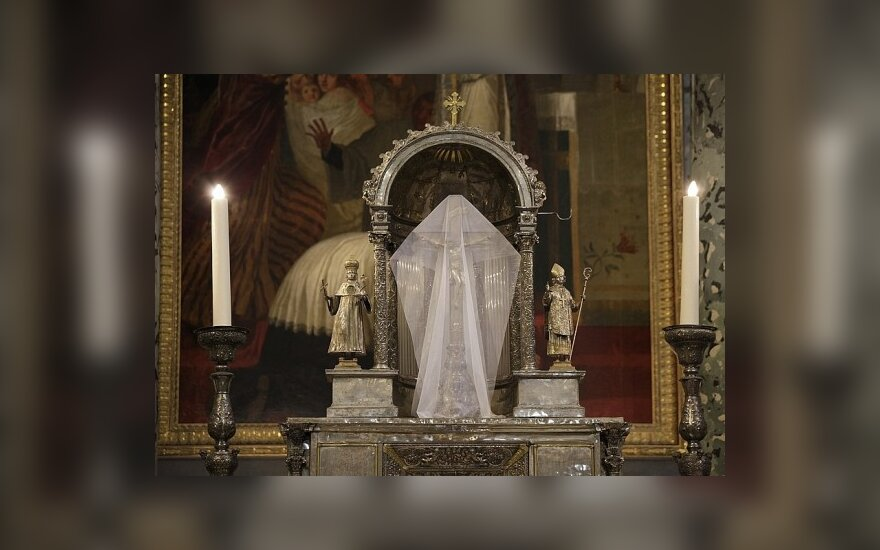 Kiek aukoti, kad užtektų ir Bažnyčiai, ir kunigui?