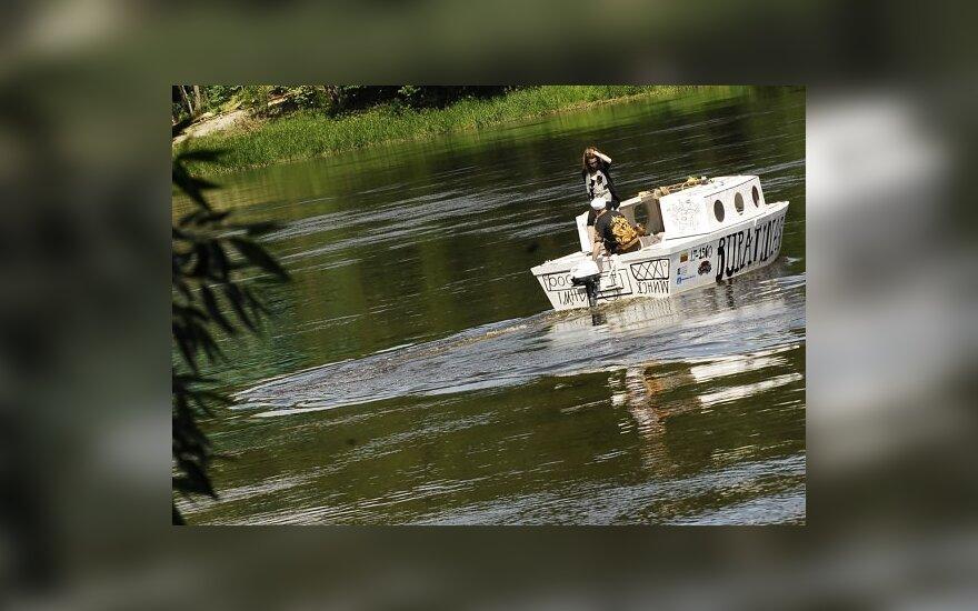 """Meninė - kultūrinė ekspedicija """"Do it on Deck"""". Laivukas Nemune"""