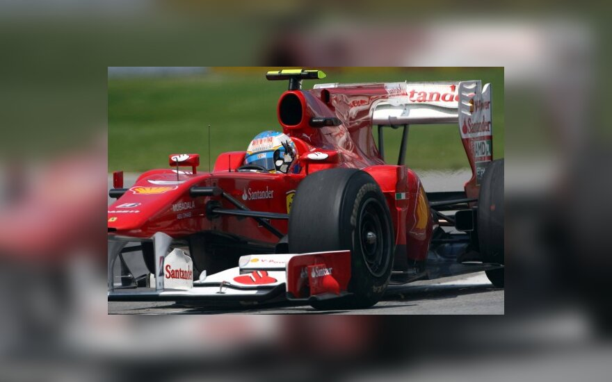 "Fernando Alonso su ""Ferrari  F10 3¡"" automobiliu"