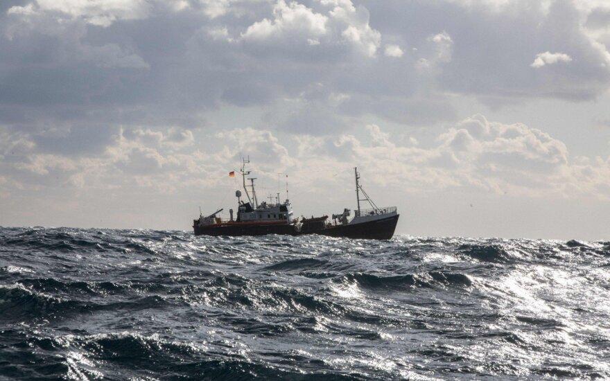 ES šalys vis nesutaria, kas priims Viduržemio jūroje išgelbėtus beveik 50 migrantų