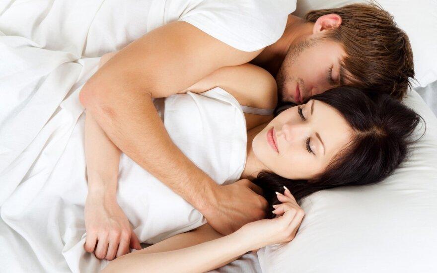Mokslininkai teigia, kad miegodami su antrąja puse geriau pailsime
