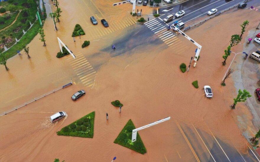 Kinijos pietryčiuose nuo liūčių nukentėjo per 1,2 mln. žmonių