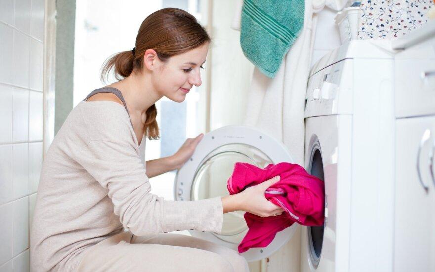 Kodėl reikia palikti skalbimo mašinos dureles atidarytas?