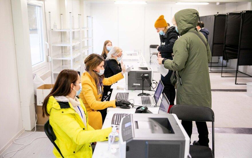Voters line up in Vilnius as early voting in parliamentary runoff begins