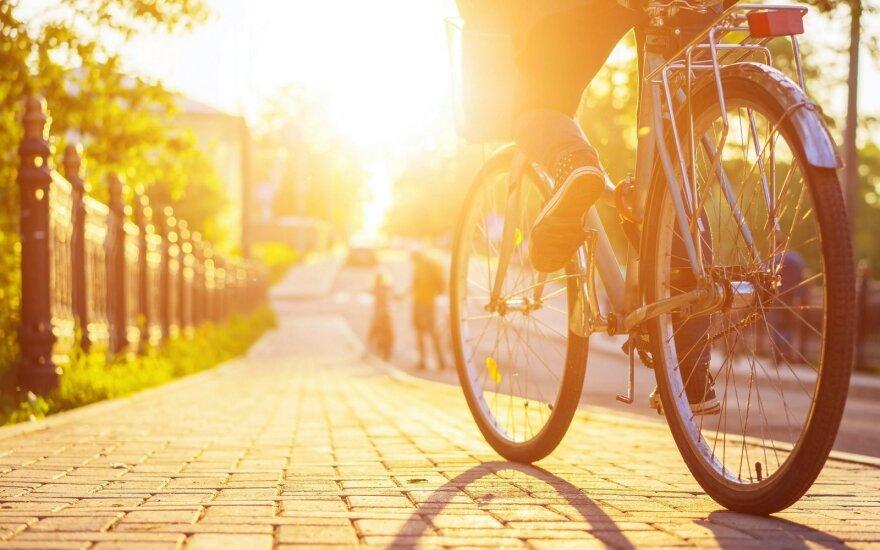 Rolandas Mackevičius siūlo dažniau keliauti dviračiais: pasikrausite pozityvo