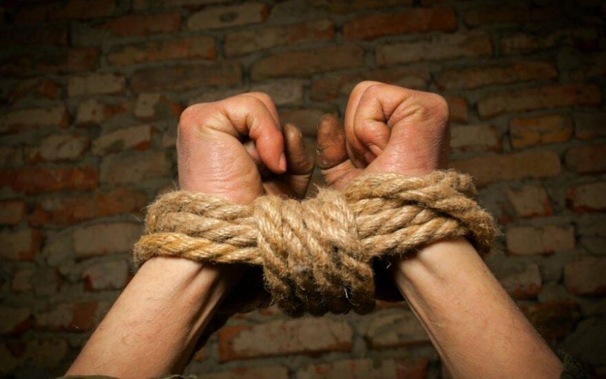 Vyrą pagrobė ir tris dienas prievartavo trys moterys