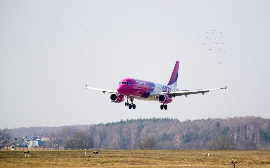 """""""Wizz Air"""" Lietuvoje pernai pervežė 1,2 mln. keleivių"""