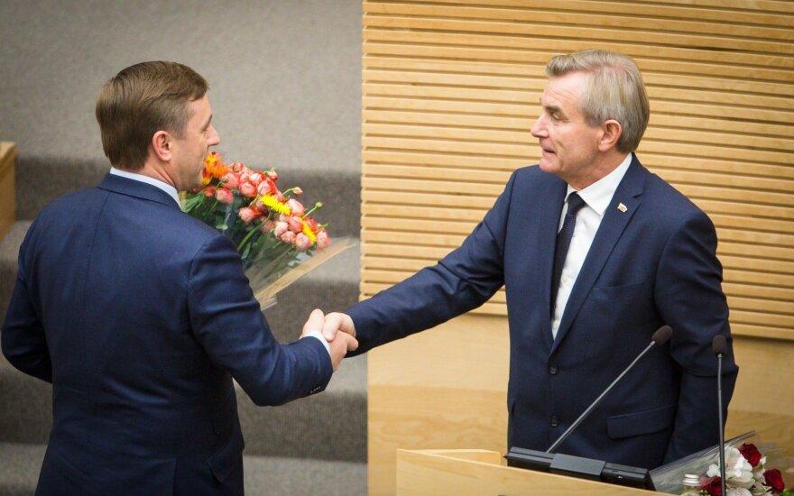 MP Ramūnas Karbauskis congratulate the new Seimas Speaker Viktoras Pranckietis