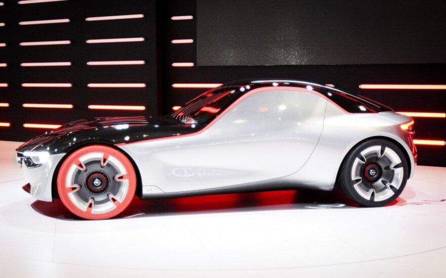 """""""Opel"""" pasaulinė premjera: automobilis be rankenėlių ir veidrodėlių"""