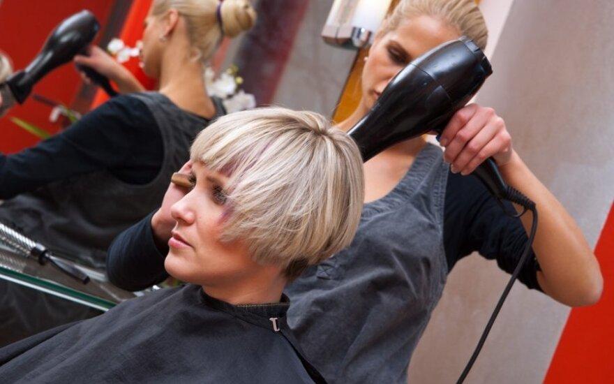 6 stiliaus klaidos: šukuosenos, kurios sendina