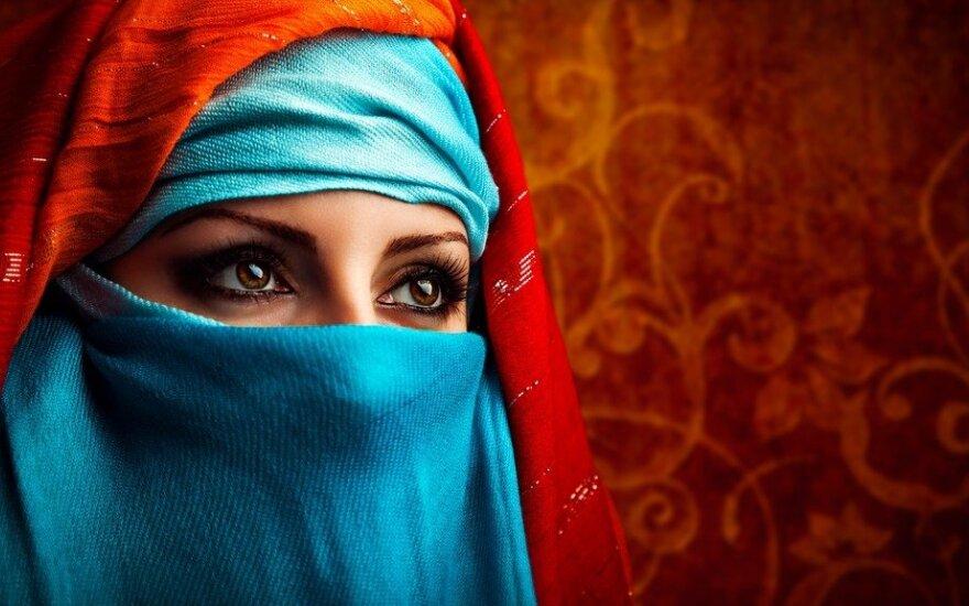 Už haremų durų: kaip iš tikrųjų gyvena paslaptingosios arabų moterys
