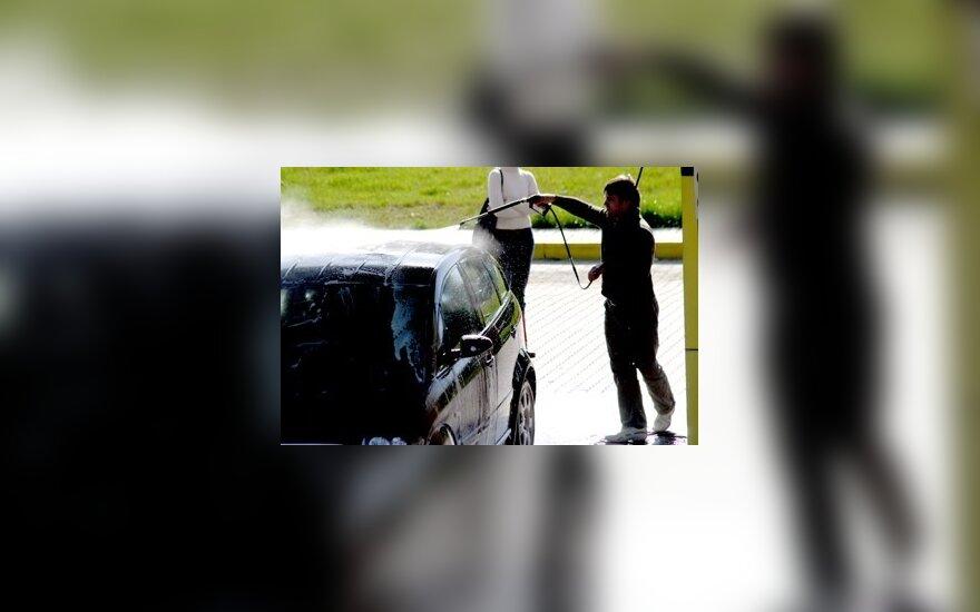 Vairuotojai taupo automobilių kosmetikos sąskaita