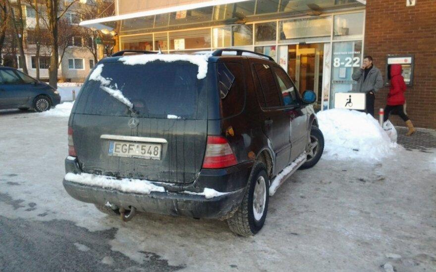 Joniškyje, prie PC Maxima. 2012-12-24