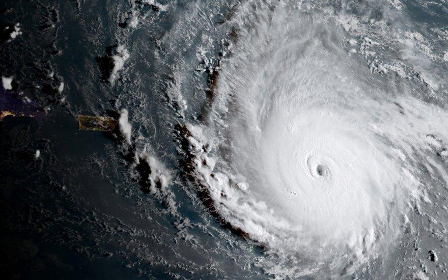 """Vienas galingiausių uraganų """"Irma"""" smogė dar dviems saloms"""