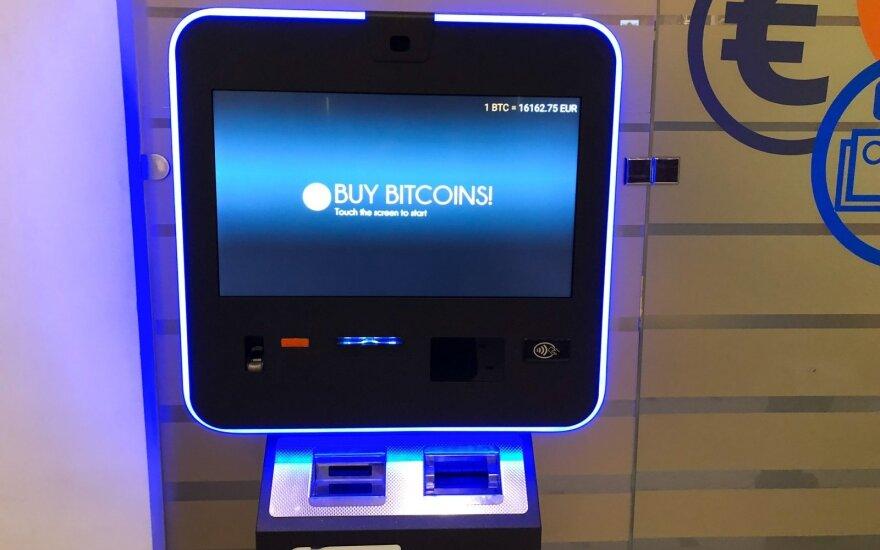 Bitkoino kaina penktadienio rytą buvo smukusi žemiau 14 tūkst. dolerių