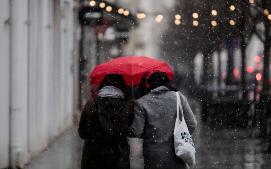 Kalendorinės žiemos pradžia bus chaotiška: vienur snigs, kitur lis