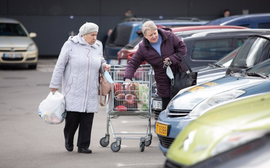 Shopping centers to reopen, excluding weekends