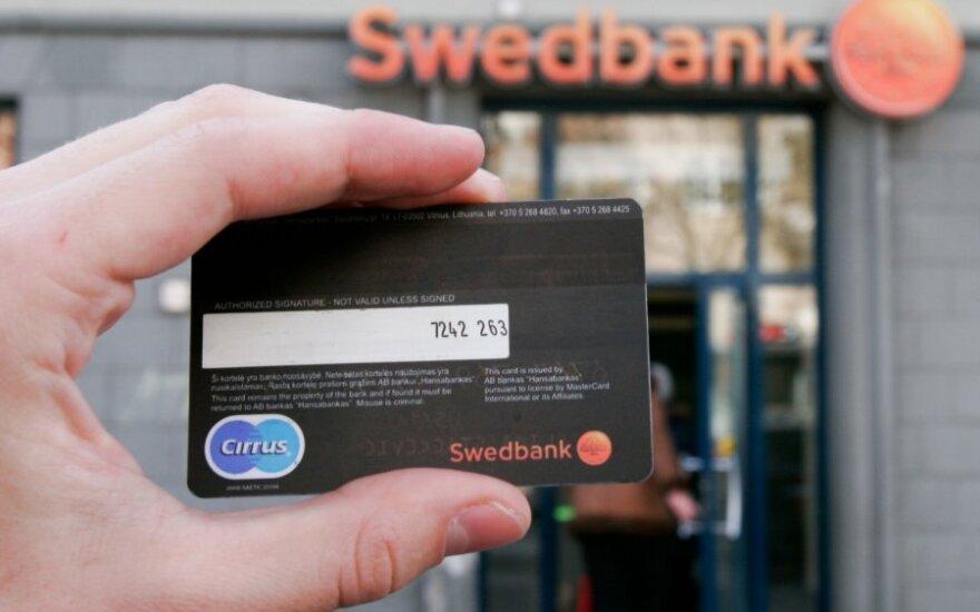 """Mokant už prekes internetu, """"Swedbank"""" kodų kortelės nebegalios"""