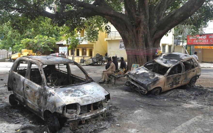 Indijoje per antiislamiško komentaro išprovokuotas riaušes žuvo du žmonės