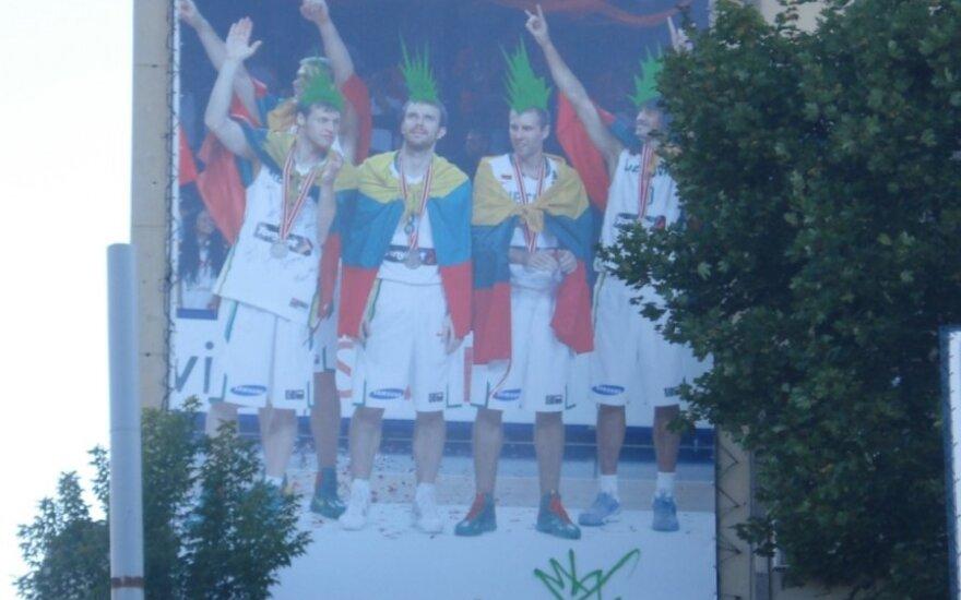 Krepšinio rinktinės reklama Vilniuje, DELFI skaitytojo Tomo nuotr.