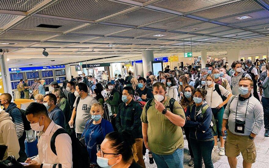 Lietuvos oro uostai primena: veido kaukių dėvėjimas keleivių terminaluose – lieka būtina saugumo priemonė