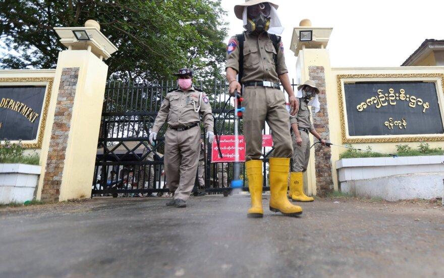 Mianmaras dėl pandemijos tuština kalėjimus