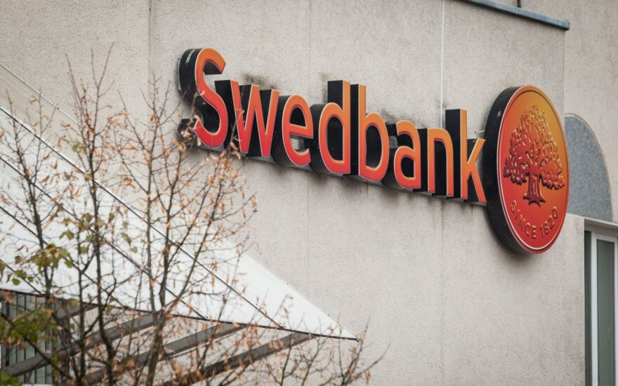 """Latvijoje """"Swedbank"""" skirta 1,4 mln. eurų bauda"""