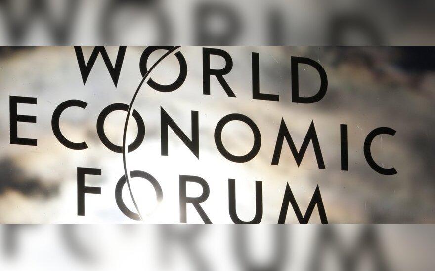 Politologas: Lietuvos vadovų noras tik pražingsniuoti Davoso forumo kilimu liudytų snobiškumą