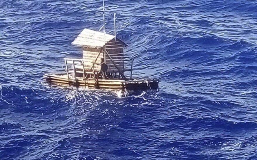 Atvirame vandenyne išgyveno 49 dienas