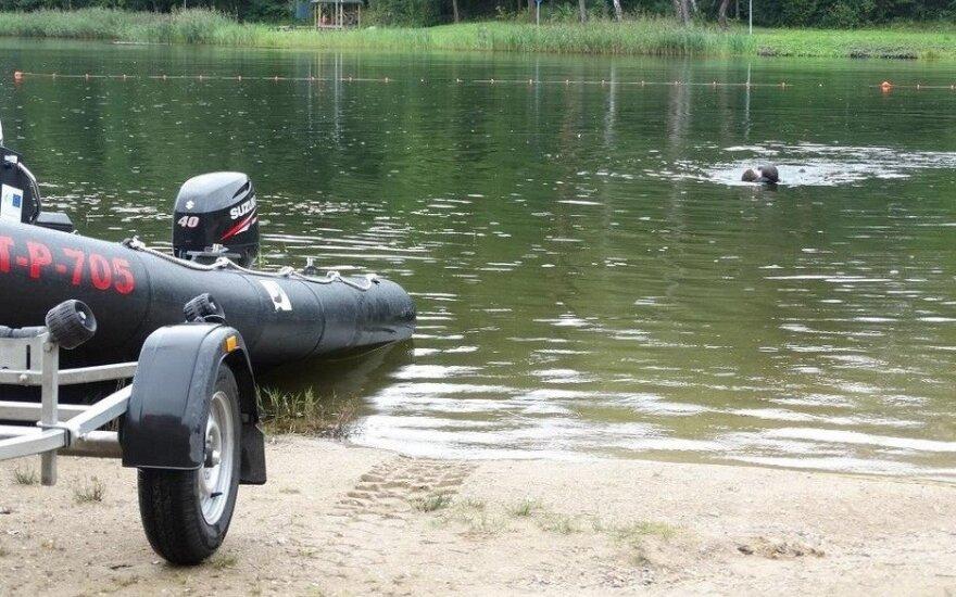 Prie Dailidės ežero apdovanotas du vaikus iš vandens ištraukęs gelbėtojas