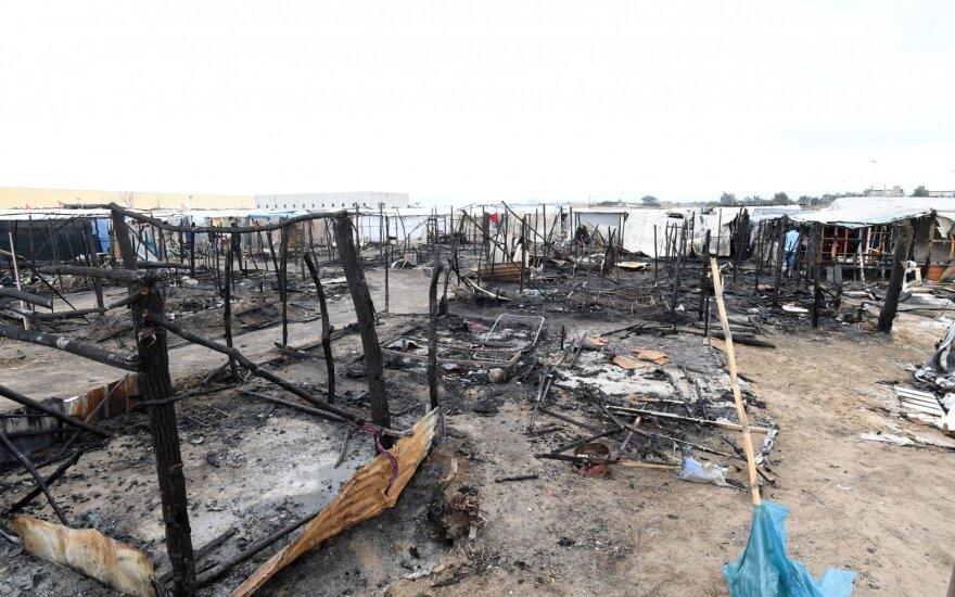 Italijoje po pražūtingų gaisrų buldozeriais nugriauti lūšnynai