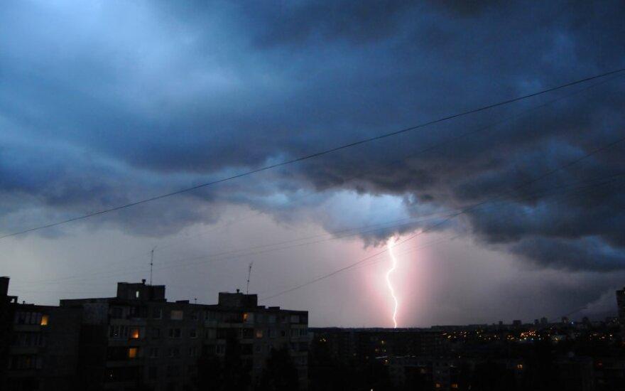 Susitikimas su žaibu: susprogdino batus, sutrikdė atmintį, pažeidė klausą ir apakino