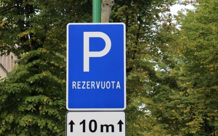 Turi rezervuotą automobilio stovėjimo vietą? Turėk ir bėdą