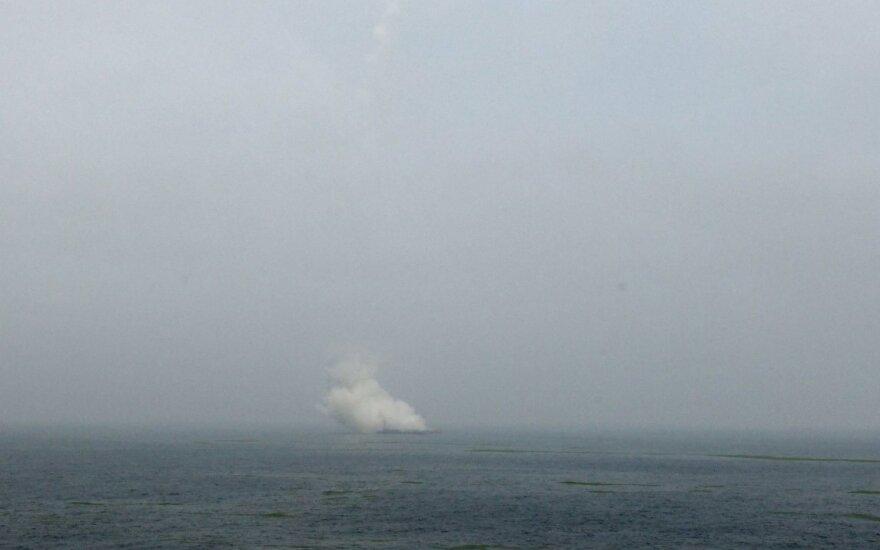 Kinija pirmą kartą paleido raketą nuo jūrinės platformos