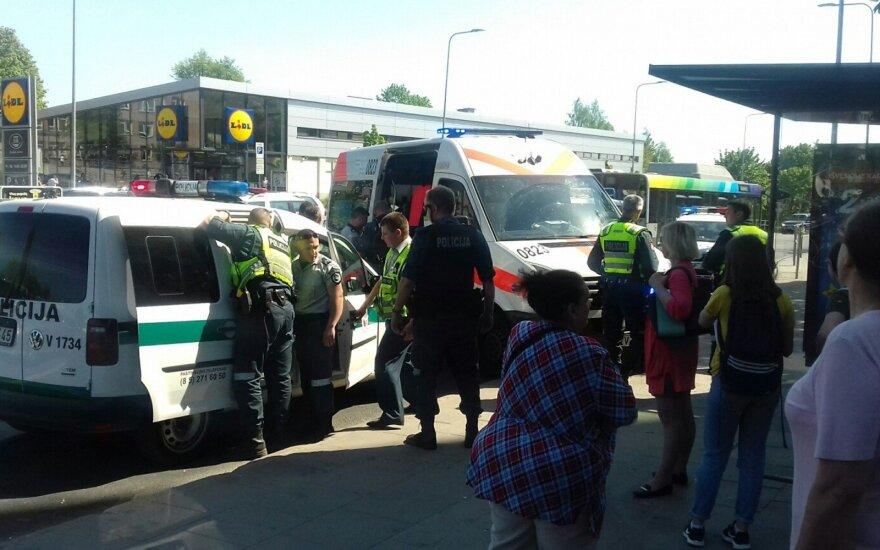 Neeilinis nusikaltimas Vilniuje: užpuolikas gatvėje vyriškį sužalojo kardu