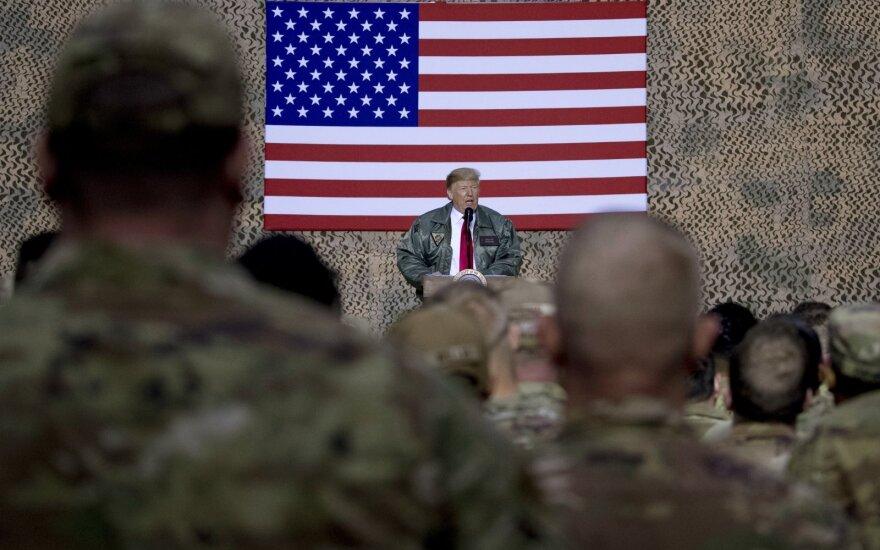 Donaldas Trumpas Al Asado aviacijos bazėje