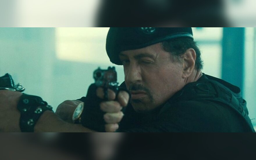 "Sylvester Stallone filme ""Nesunaikinami 2"""