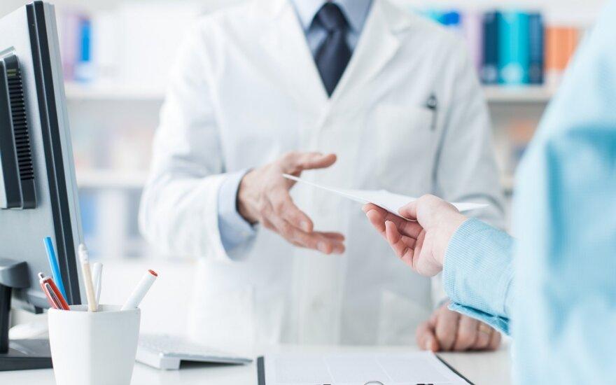 """""""Valstiečiai"""" siūlo uždrausti pirkti vaistinius preparatus nepilnamečiams ir vaistinių reklamą žiniasklaidoje"""